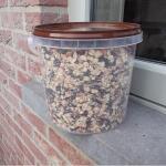 Energiereiches Vogelfutter in Eimer 1,5 kg