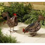 Hühnerpaar mit Beleuchtung mittels Solarenergie