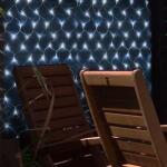 Netz mit 105 solarbetriebenen LED-Leuchten