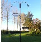 Einfache Futterstation Gartenvögel